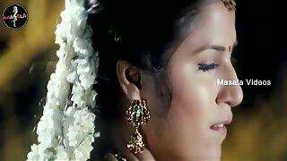 Shruthi mahotras Juicy Navel in low hip saree